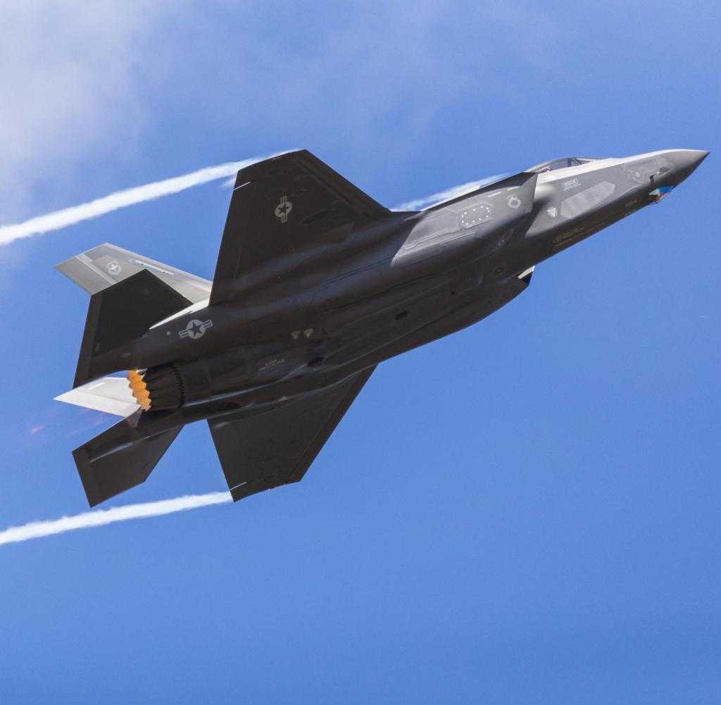 Pesawat tempur USAF F-35A Lightning II