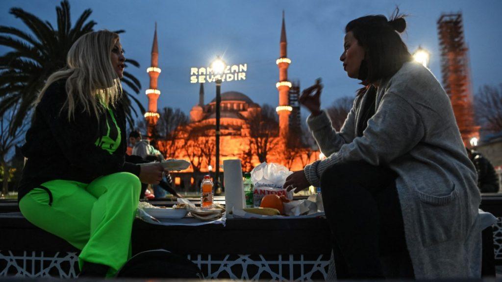 Ramadhan di bawah pengaruh Corona: puasa tanpa rasa komunitas - politik