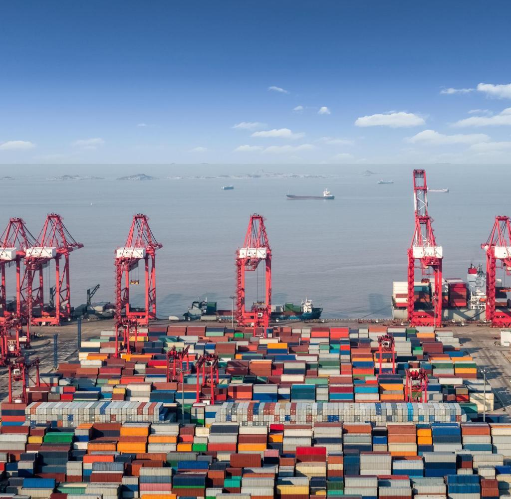 Terminal Kontainer Laut di Pusat Pengiriman Internasional Shanghai