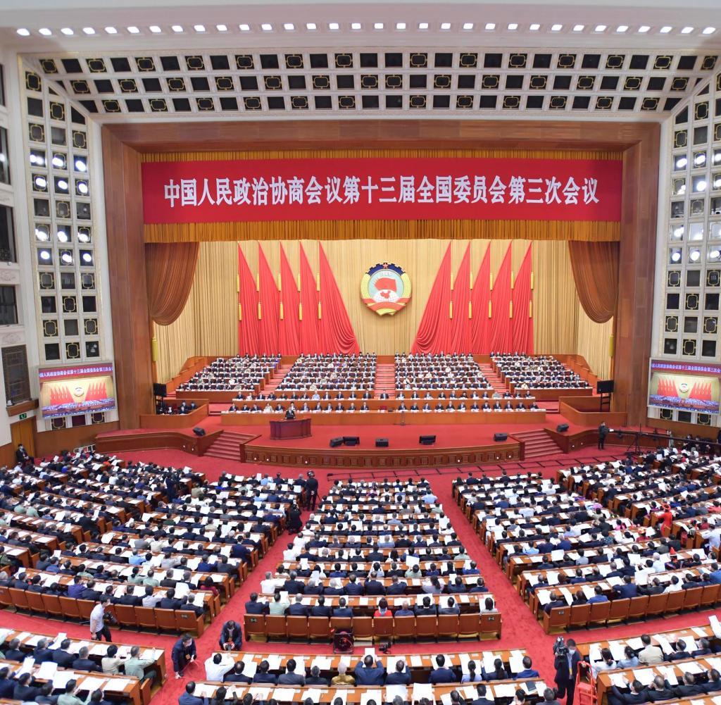 21 Mei 2020, Tiongkok, Beijing: Perwakilan berkumpul pada sesi pembukaan Kongres Rakyat Nasional di Aula Besar Rakyat.  Kongres Rakyat Nasional adalah parlemen Tiongkok.  Foto: Li Tao / XinHua / dpa +++ dpa-Bildfunk +++