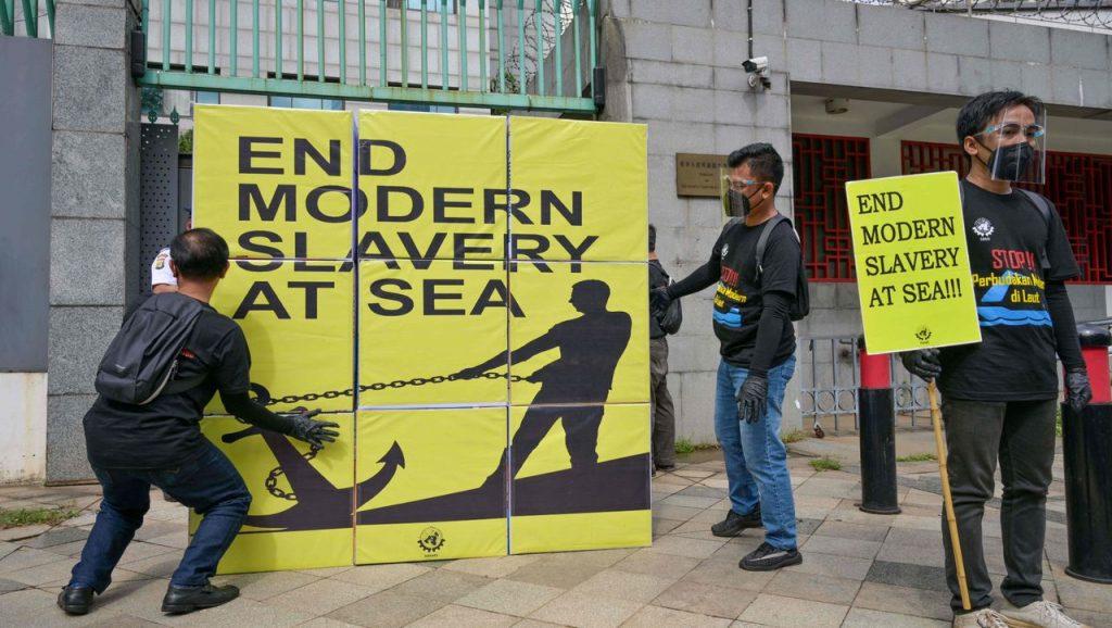 Amerika Serikat menghentikan impor oleh perusahaan perikanan China karena dicurigai melakukan kerja paksa