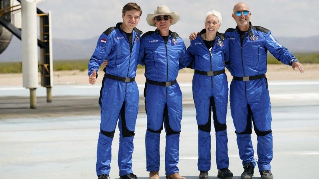 Jeff Bezos: Apa yang dibawa oleh penerbangan luar angkasa?  - Perjalanan