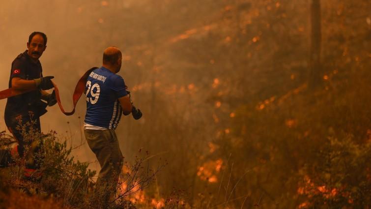 ANTALYA, TURKEY - AUGUST 03: Works to extinguish the fire near Cardak neighbourhood of Manavgat district of Antalya, Turkey continue on August 03, 2021. Ground and air support works to extinguish the fire are underway. Mustafa Ciftci / Anadolu Agency (Mustafa Ciftci / Anadolu Agency)