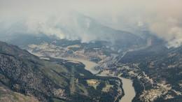 Kebakaran hutan di pegunungan utara Lytton, Kanada, direkam pada 1 Juli 2021 (Daryl Dick/The Canadian Press via AP)