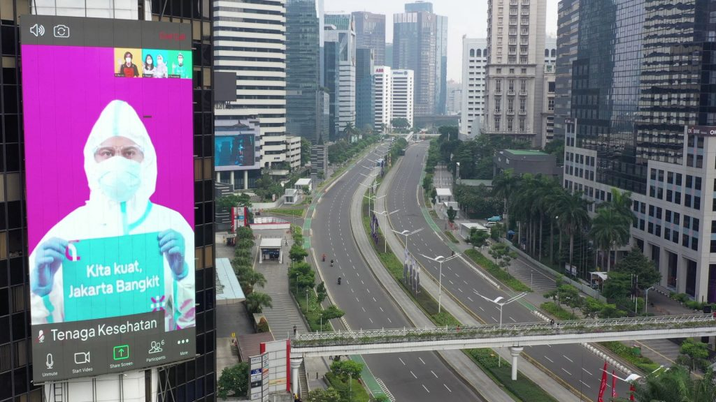 Krisis Corona: Indonesia memasuki penguncian sebagian