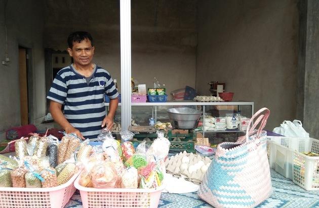 Organisasi bantuan Jerman Global Micro Initiative eV membantu pemilik usaha kecil...